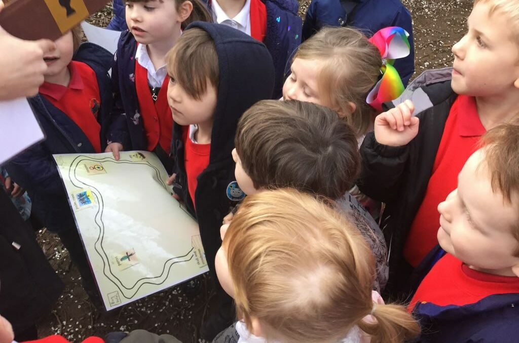 Holly Class go on a Treasure Hunt!